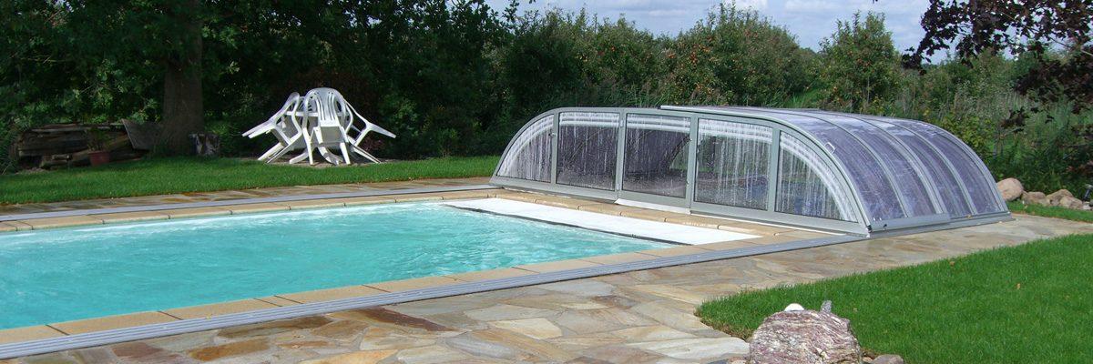 Schiebehalle über den Pool hinausgeschoben